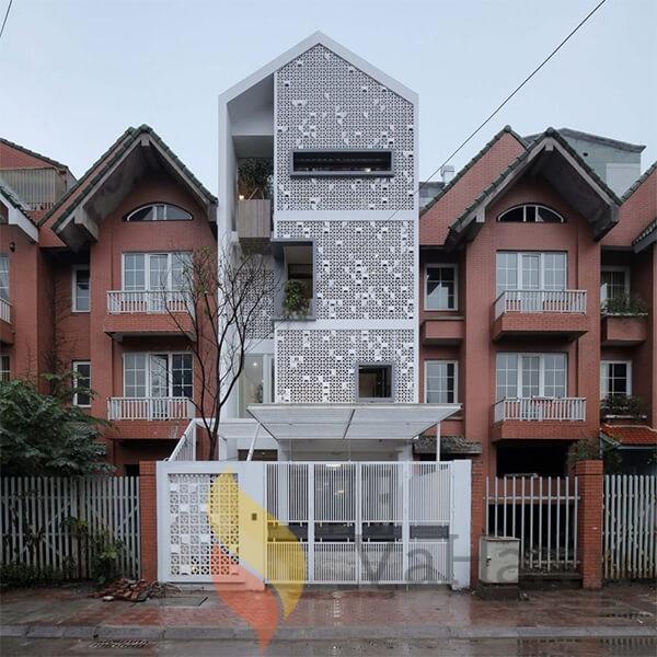 Nhà phố 4 tầng đẹp, nổi bật với đá ốp màu trắng